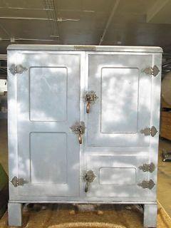 Metal Ice Box w Galvanized Steel Interior Shelving, Great Cond