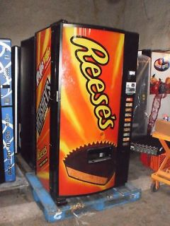 DIXIE NARCO REFRIGERATED SNACK VENDING MACHINE FOR OUTDOOR /INDOOR