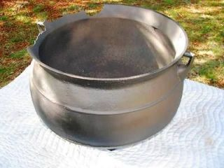 RIBBED LARGE CAST IRON 18 GAL OLD CAMP FIRE KETTLE CAULDRON FLOWER POT