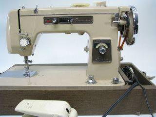 Montgomery Wards Signature Deluxe Sewing Machine Model URR I 15   PICK