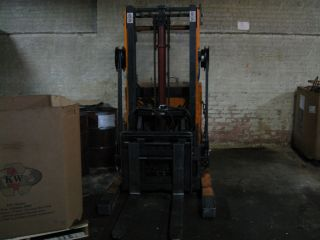 8000 lb CAPACITY ELECTRIC FORKLIFT LIFT TRUCK RECONDTIONED BATTERY