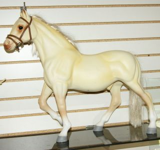 PLASTIC QUARTER HORSE from BATTAT. FITS AMERICAN GIRL DOLLS & MORE