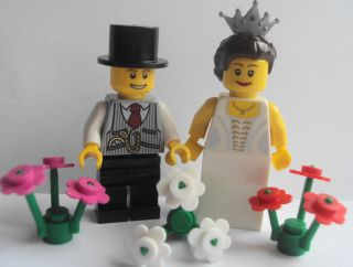 Minifigures Bride With Silver Tiara & Groom Big Smile Cake Topper