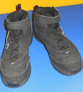 NIKE ELASTIC LACE BLACK HIGH TOP BASKETBALL SNEAKER  SIZE 7Y