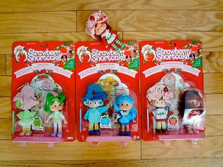 Lot of 4 Strawberry Shortcake dolls + carry case