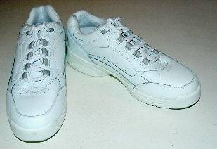WOMENS RED CROSS ULTRASOFT WHITE LEATHER SNEAKERS SZ 6W