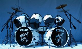 II LARS ULRICH SIGNATURE WHITE METALLICA ARTSTAR II MAPLE DRUM SET