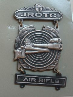 ARMY JUNIOR ROTC DISTINGUISHED BADGE, WITH AIR RIFLE BAR,2.75 INCHES
