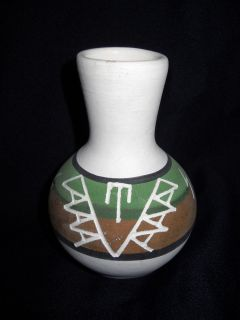 SIGNED MARION SELWYN SPRC SIOUX INDIAN SD POERY VASE