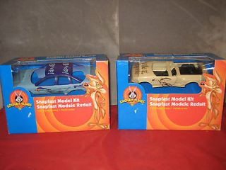 Looney Tunes Road Runner & Wyle E Coyote Snapfast Model Kits 2000