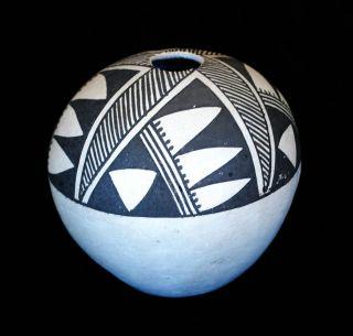 Acoma Vintage Geometric Pueblo Pottery Seed Jar by Waconda 4h x 4d.