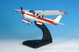 Cessna 152 / Red & White Colour Scheme by Bravo Delta Models
