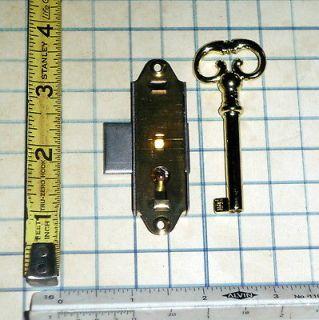 Antique Vtg old Barrel Skeleton Key And brass Lock Furniture Cabinet
