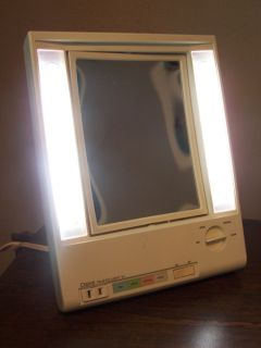 CLAIROL TRUE TO LIGHT VII MAKEUP MIRROR LIGHTED MAGNIFIED LM7 OUTLET