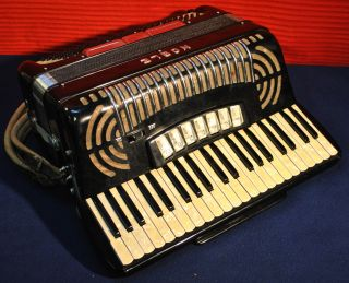 Noble Accordion Made in Italy in Original Case Low Res