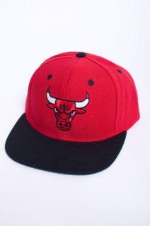New Mens Adidas Chicago Bulls Red Basketball Ball Baseball Hat Cap
