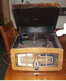 Vintage Zenith Am Radio Record Player in Wood Cabinet c1930s 40S