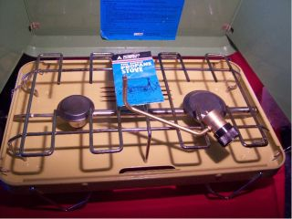 American Camper 2 Burner Propane Stove, in very good condition