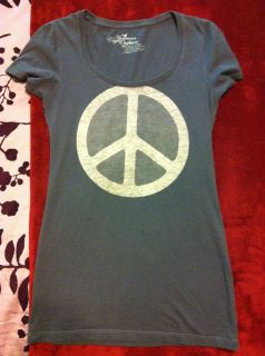 Eagle AE Peace and Love shirt ASO Ashley Greene Twilights Alice Cullen