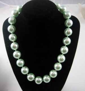 Vintage Bold Barbara Bush 18mm Faux Pearl Chunky Necklace