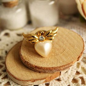 Design Pearls of Love Angel Wings Cute Mini Brooch Pin 5161