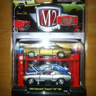 M2 Machines Auto Lift 69 Chevy Camaro SS 350 Gold Chase