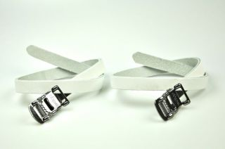 SET OF WELLGO STEEL TOE CLIPS AND ALL LEATHER STRAPS, SIZE MEDIUM