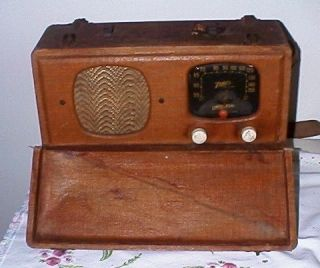 Vintage Zenith Universal Table Top Radio Model 5 G500 With Wavemagnet