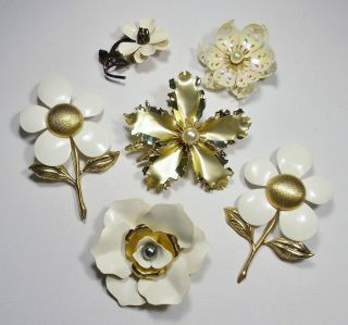 Vintage Lot of Large White & Gold Flower Power Brooches Pins