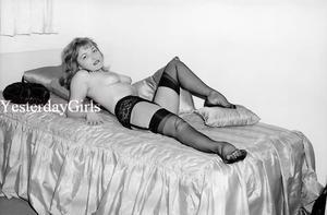 YGNB 7229 VINTAGE ELMER BATTERS 1960S NEGATIVE LEGS NYLONS HEELS TOES