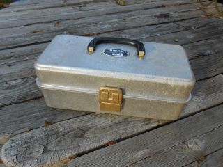 Vintage Umco 102A Fishing Tackle Box with 2 Trays Aluminum Chest USA