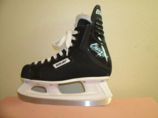 BOYS BAUER CHARGER YOUTH ICE HOCKEY SKATES SIZE 4 D YOUTH U.S.A.