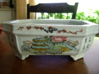VERY FINE ANTIQUE CHINESE PORCELAIN PLANTER SIGNED WITH SEAL MARK
