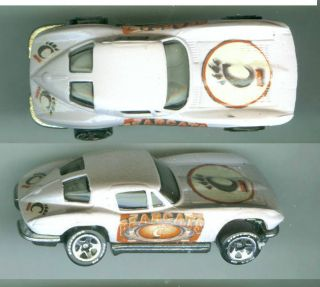 CINCINNATI BEARCATS 63 CORVETTE COLLECTIBLE CUSTOM HOT WHEELS CAR