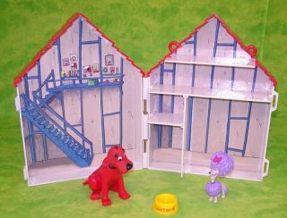 Clifford The Big Red Dog House with Characters Folding Playset w Dogs
