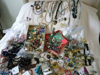 Huge Mixed Lot of Costume Jewelry Watches Rings Necklaces Brooches Etc