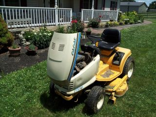 Cub Cadet Riding Lawn Mower Series 2000 48 cut 16 HP Briggs Stratton V
