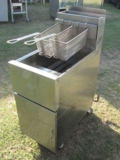 Dean Deep Fat Fryer Model # SR42GMS Propane Stainless Steel clean good