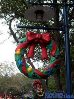 Disney Mickeys Toontown Disneyland Holiday Christmas Wreath Display