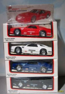 IROC True Value 1990 Dodge Daytona   1:24 NASCAR Race Car Set