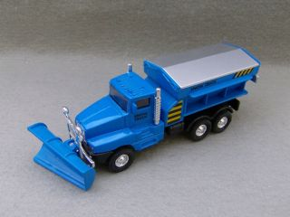 International Snow Plow Truck Diecast Blue 1 32