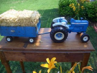 FORD 8000 ERTL DYERSVILLE IOWA USED FARM TRACTOR TRAILER BOY TOY