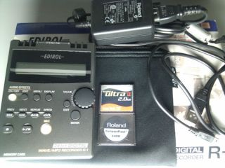 roland edirol r 1 24 bit  wav portable recorder