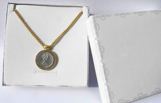 Vtg INTAGLIO Elizabeth II 1984 Coin Gold Plated 24k Necklace With