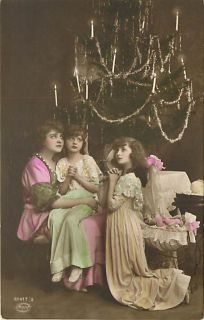 TINTED PHOTO MOTHER & DAUGHTERS PRAYING CHRISTMAS EARLY R50095