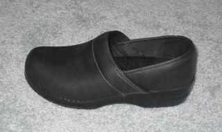 Eastland Womens Leather closed Clog Slip On Sz 9M
