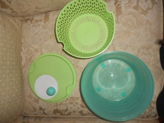 Tupperware Spin N Save Salad Spinner Saver Serving Bow Holiday Blue