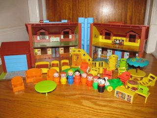 VGC 43 Pc Vintage Fisher Price Playset #952 Little People Tudor Family