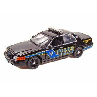 Ford Crown Victoria Pawtucket Police Car 1/18 Black: Toys & Games