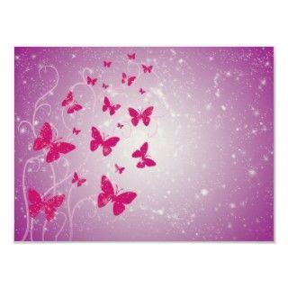 Las mariposas rosadas rodeadas por las estrellas y los remolinos de la